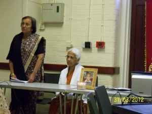 Bhadrabahen Vadgama paying her tribute to Anilbhai Kagalwala.